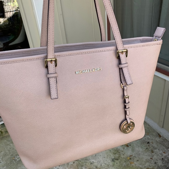 a106f64f1fef Michael Kors Jet Set Travel Medium Carryall Tote. M_5c03c9660cb5aa67cf84de55